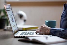 Laptop recherchieren Informationen Rheuma Liga rheumaliga