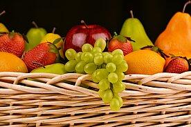 Früchte im Korb Obst
